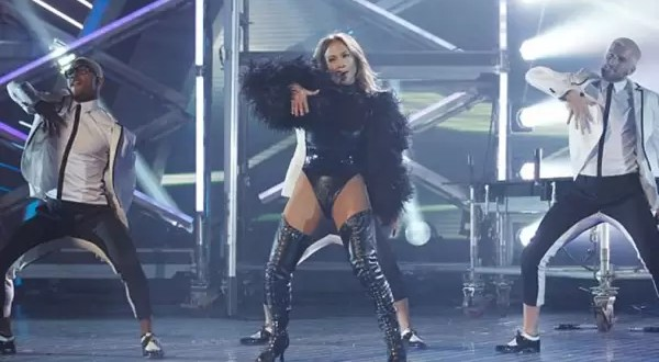 Video: Polémico baile de Jennifer López en TV