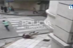 Video: Vecinos atrapan y golpean a motochorro