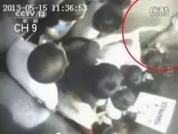 Video: Mujer es partida en dos por un ascensor