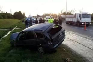 Por evitar robo vuelca en la autopista Buenos Aires – La Plata