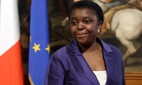 Polémica: incitan a violar a ministra negra