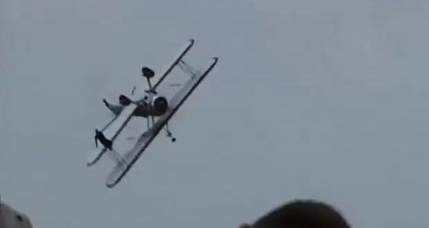 Video: Avioneta se estrella durante exhibición aérea