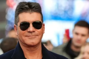 Video: Lanzan huevos a Simon Cowell
