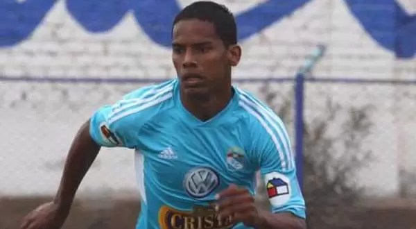 Video: Futbolista de 18 años muere en pleno partido