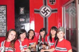 Fotos del bar con temática nazi que causa indignación