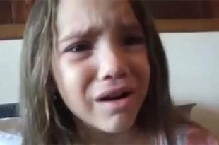 Video: pequeña llora porque quiere ser negra