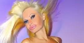 Mujer se convierte en muñeca inflable: antes y después