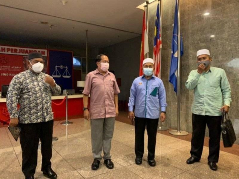 Dari kiri: Mohd Khairuddin, Ahmad Maslan, Tuan Ibrahim dan Idris selepas selesai mengadakan pertemuan bersama pimpinan UMNO di Menara Dato' Onn, Pusat Dagangan Dunia (WTC) pada Rabu.