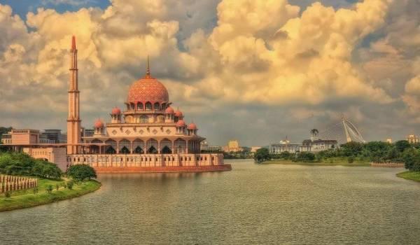 Masjid Putra di Putrajaya.