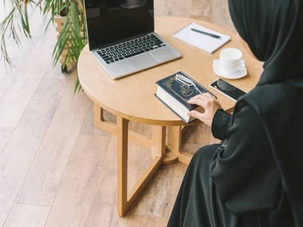 Al-Quran menyebut zakat sebagai satu jalan penyucian harta dan melengkapkan akhlak.