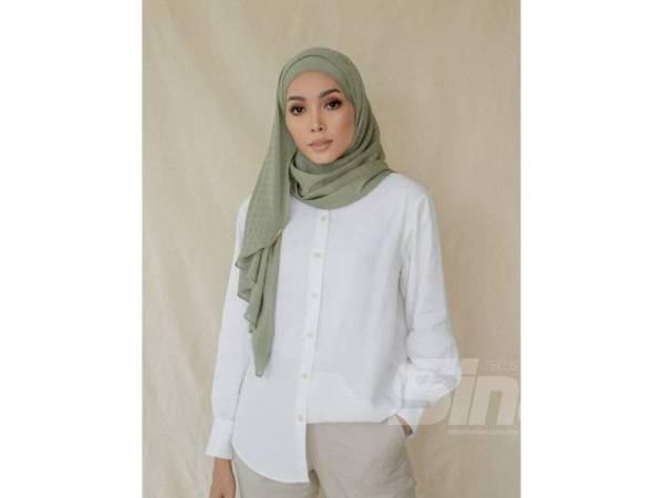 KESUMA Textured Hijab hadir dalam 11 warna palet pastel dan natural antaranya biru, hijau, ungu dan coklat.