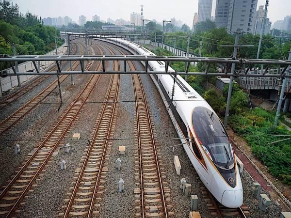 CHINA melancarkan kereta api berkelajuan tinggi demi Olimpik Musim Sejuk Beijing 2022.