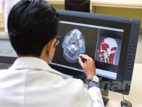 PELAN rawatan radioterapi yang dilakukan oleh pakar onkologi dan ahli fizik