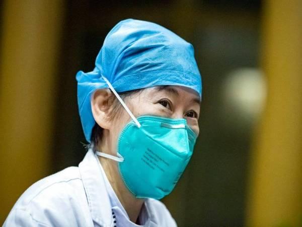 Pengarah Bahagian Perubatan Pernafasan Dan Rawatan Kritikal di Hubei Provincial Hospital of Integrated Chinese and Western Medicine, Zhang Jixian, ketika ditemubual di hospital di Wuhan pada 2 Mac yang lalu. (Foto: Shen Bohan / Xinhua)