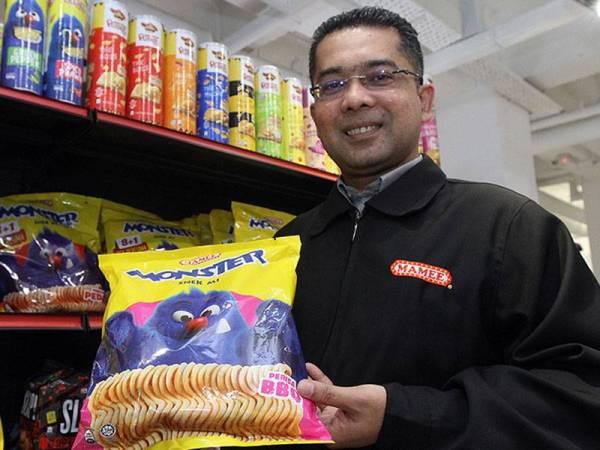 Ahmad Syukry menunjukkan produk Mamee yang kini berada di pasaram 80 buah negara di seluruh dunia.
