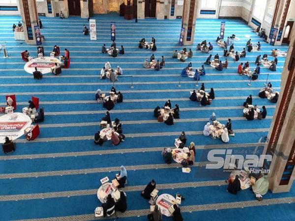 Antara peserta World #QuranHour di Masjid Seri Sendayan.