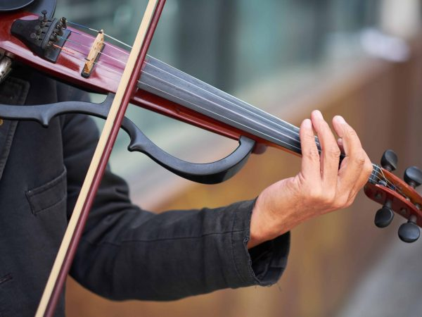Violin-electrico-0-David-Larson-95597267_l-scaled.jpg