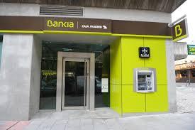 """UPyD dencuncia que """"una vez que Caja Rioja se integra en Bankia, se dilapida el patrimonio de todos los riojanos"""" sin olvidarse además """"de todos los clientes que fueron estafados con las preferentes"""" Algo que para UPyD, y así lo plasma en la denuncia presentada, es un despropósito absoluto debido a la negligencia de los gestores de Caja Rioja y de Caja Rioja Preferentes, primero, por engañar a sus clientes y, segundo, por abdicar de sus funciones cuando se integraron en el SIP dejando a su suerte a estos clientes que habían confiado en ellos, cediendo los derechos sobre la entidad, sus activos y pasivos y, por supuesto los clientes captados. Además insisten en que para todo este entramado utilizaron las oficinas de Caja Rioja, su personal y la confianza generada durante años en los clientes para colocar estos productos bancarios que han resultado ser un auténtico fraude. Y por eso, y a través de esta denuncia, desde UPyD quieren saber por qué los gestores autorizaron estas comercializaciones con estos medios propios de Caja Rioja, gestores que aseguran, deberán de responder . Es más, UPyD recuerda que ha habido más organismos públicos que han analizado este fraude como el Defensor del Pueblo en cuyo informe asegura que """"desde los poderes públicos se ha reconocido la comercialización inadecuada de las participaciones preferentes por parte de las entidades de crédito. De hecho recuerdan que la propia Audiencia Nacional ya ha abierto un procedimiento para analizar estas prácticas llevadas a cabo estrictamente en Bankia. La Audiencia Nacional, explican, no entra a conocer lo ocurrido en las cajas que la conformaron aunque las ha considerado dignas de investigación judicial. Razón por la que desde UPyD confían que su denuncia sea admitida y, tal y como sugiere la Audiencia Nacional, investigar más a nivel local lo que ella está haciendo con Bankia."""