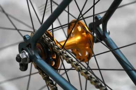 Fixed-gear bicycle derailleur