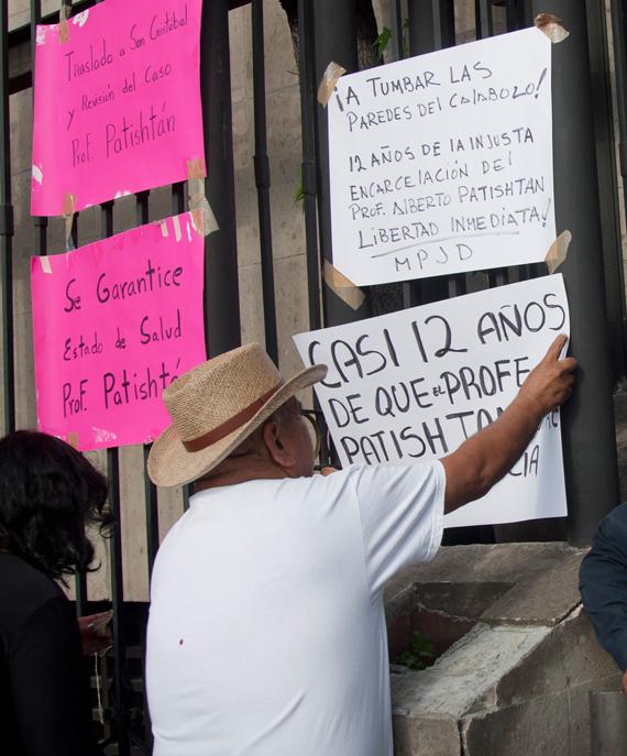 Integrantes de La Otra Campaña, del Movimiento por la Paz con Justicia y Dignidad y miembros de la comunidad del Bosque en Chipas han realizado manifestaciones en todo el país. Sin éxito. Foto: Cuartoscuro