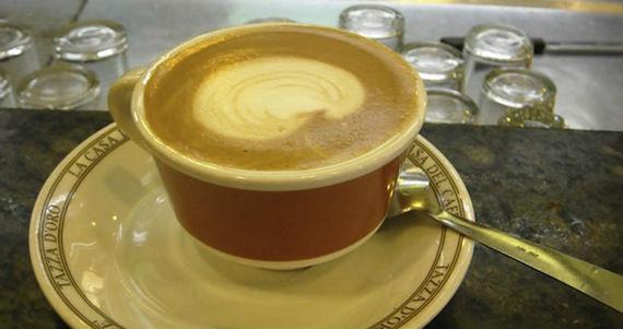 El café es uno de los productos en los que se va el gasto hormiga de los mexicanos. Foto: EFE