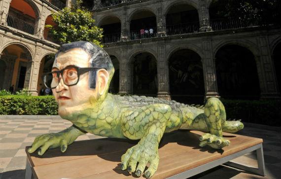 Escultura en conmemoración del centenario de Efraín Huerta. Foto: CONACULTA