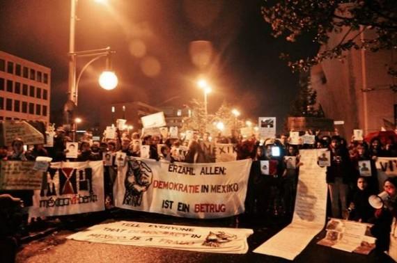 Frente a Embajada de México en Berlín, Alemania. Foto: @zonaingravida