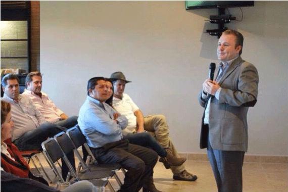 Goyeneche (de sombrero) con Ricardo Villarreal, en primera fila. Foto: Zona Franca, especial para SinEmbargo