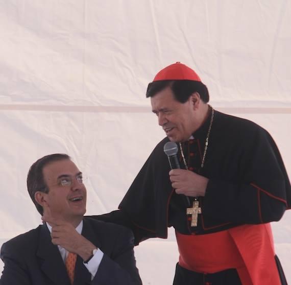 Marcelo Ebrard, ex Jefe de Gobierno del Distrito Federal, y Norberto Rivera, Arzobispo Primado de México. Foto: Cuartoscuro