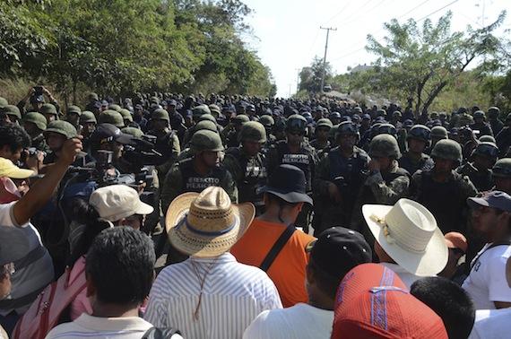 A mediados de diciembre habitantes de varios municipios de Guerrero se confrontaron con militares. Foto: Cuartoscuro.