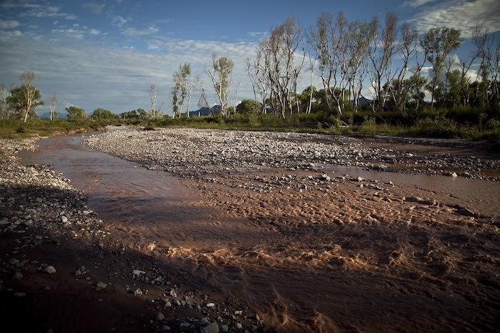 El río Sonora contaminado con residuos tóxicos de la mina Buenavista del Cobre. Foto: Cuartoscuro