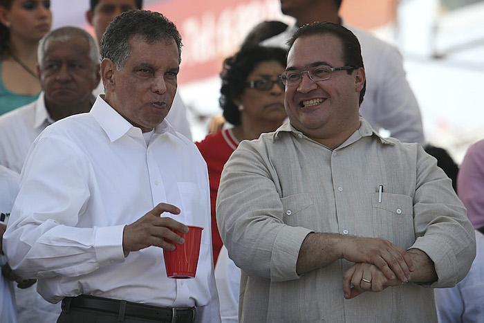 El ex Gobernador Fidel Herrera Beltrán y el mandatario de Veracruz, Javier Duarte, en el Carnaval de 2013. Foto:Cuartoscuro.