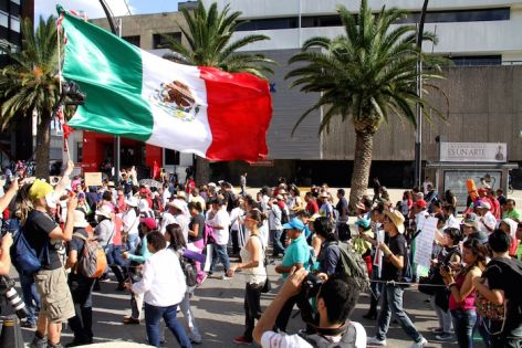 Se manifiestan en la ciudad de México en contra del Ejército. Foto: Luis Barrón