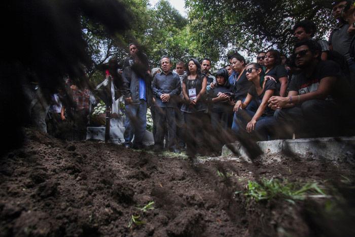 En el panteón, en la despedida de Rubén. Foto: Cuartoscuro