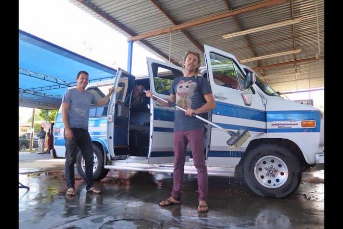 Dean Lucas y Adam Coleman viajaban en la van que fue hallada calcinada en Navolato, Sinaloa. Foto: Facebook.