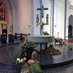 Interior de la principal iglesia católica de Oberndorf