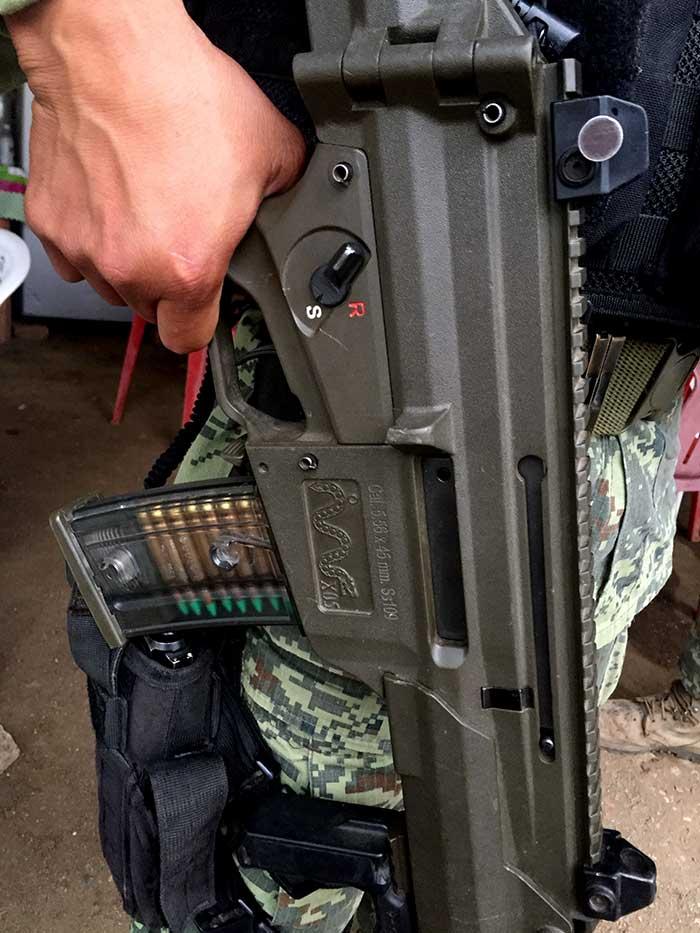 El fusil Xiuhcóatl fabricado por la SEDENA está en proceso de suplir al G-36. Foto: SinEmbargo Humberto Padgett