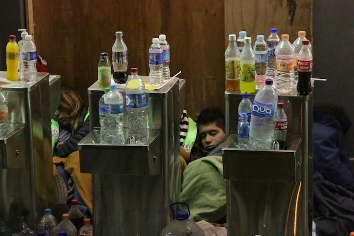 """donde se colocaron las botellas de bebidas que fueron """"confiscadas""""; no obstante, ya no estaba. Foto: Francisco Cañedo, SinEmbargo"""