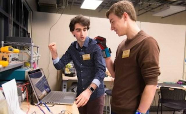 SignAloud, las Naciones Unidas Proyecto nacido en la Universidad de Washington. Foto: Universidad de Washington