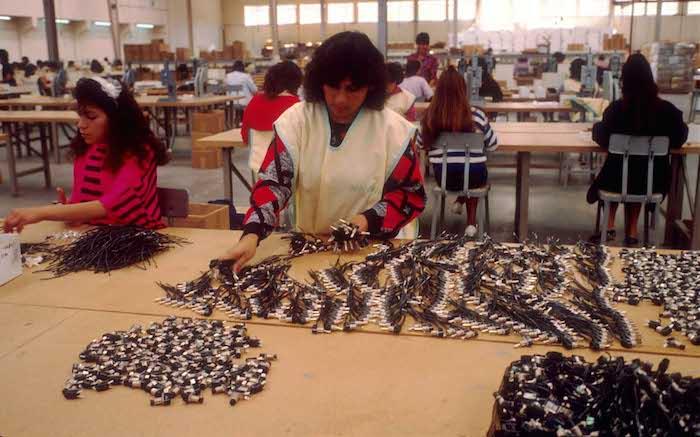 los trabajadores son obligados a cumplir cuotas de producción en fábricas textiles de propiedad extranjera. Foto: Archivo Cuartoscuro