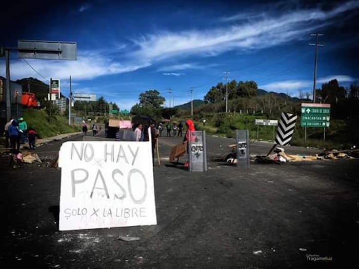 La CNTE mantiene hoy diversos bloqueos en Chiapas. Foto: Twitter @KU_BANUH