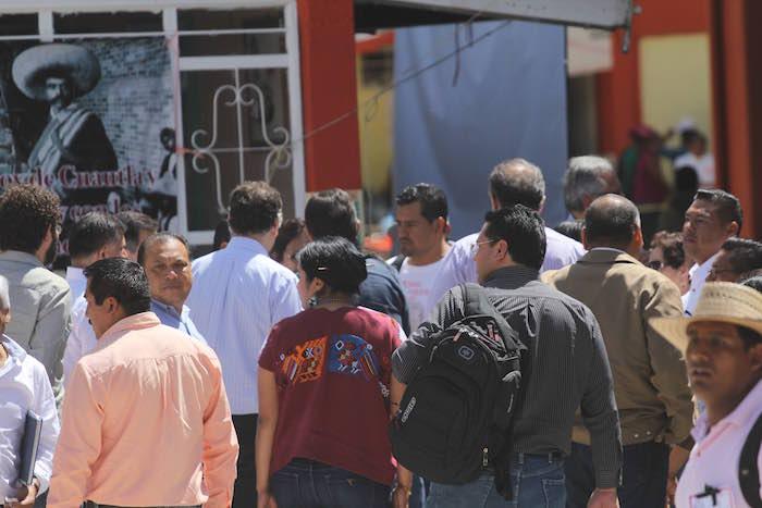 Maestros de la CNTE y pobladores de Nochixtlán, Oaxaca, recibieron a gritos al subsecretario de Gobernación, Roberto Campa. Foto: Cuartoscuro
