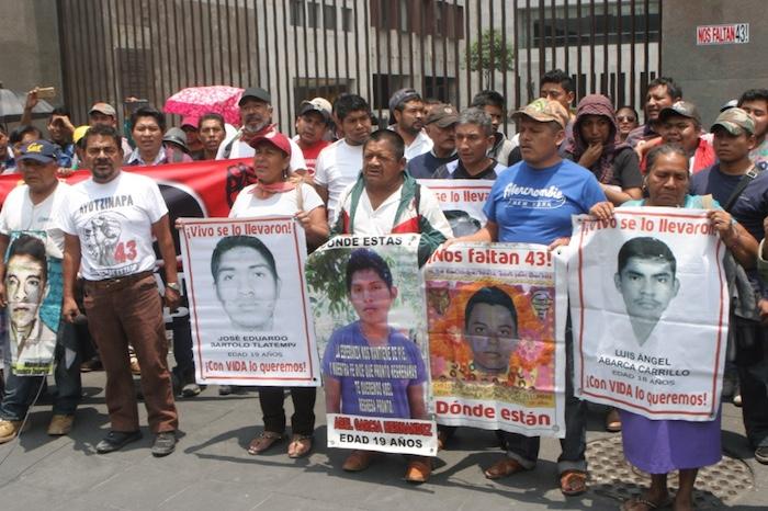 La CNTE se unió a la exigencia de los padres de los 43 normalistas de Ayotzinapa.Foto: Valentina López, SinEmbargo