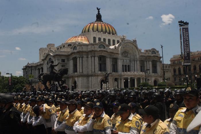 Centenares de policías impidieron el paso de los manifestantes al Zócalo. Foto: Valentina López, SinEmbargo