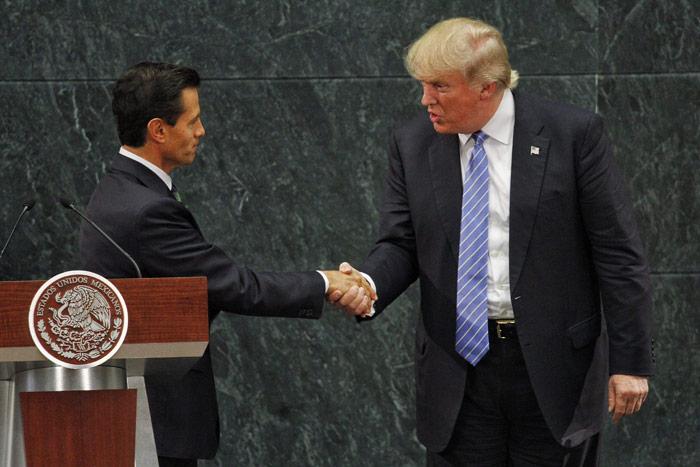 Peña y Trump se dan la mano. Foto: Cuartoscuro