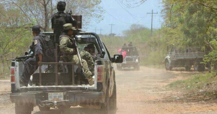 Al lugar arribaron militares y marinos que implementaron un operativo y ubicaron a los civiles armados en la carretera a La Mira, lo que originó la persecución. Foto: Provincia