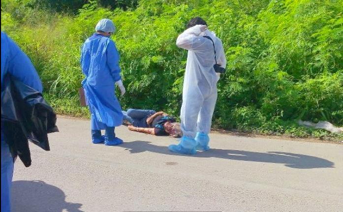 El cuerpo fue hallado a un costado de la carretera Mérida-Valladolid, en Yucatán. Foto: Por Esto!