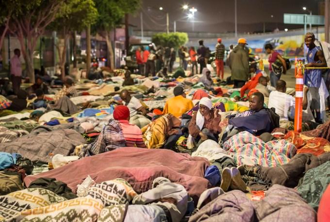 La noche del 2 de octubre llegaron a Tijuana, México, más de 600 migrantes haitianos para pedir asilo político en Estados Unidos. Foto: Cuartoscuro