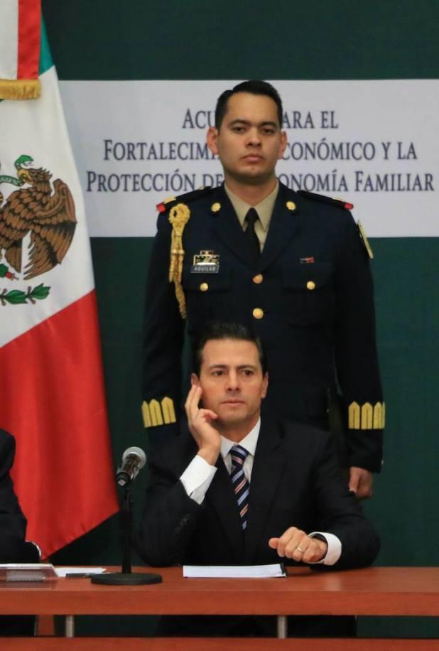 Esta tarde el Presidente Enrique Peña Nieto defendió, de nueva cuenta, el gasolinazo y presentó el Acuerdo para el Fortalecimiento Económico y la Protección de la Economía Familiar. Foto: Cuartoscuro