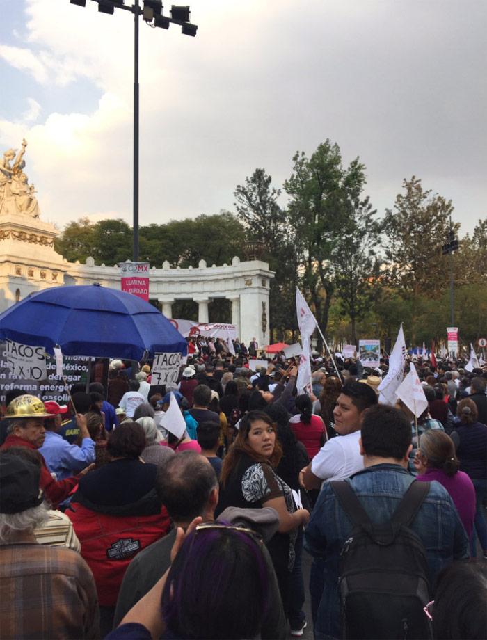 Protesta de Morena hoy, en el Hemiciclo a Juárez de la CdMx. Foto: Agustin Guerrero. @agustingc2012